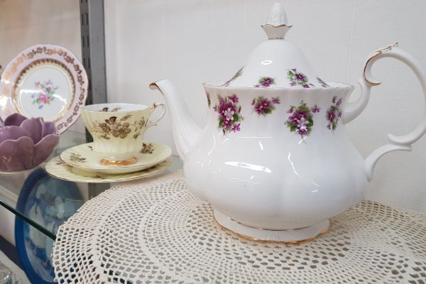 collectors royal albert tea pot